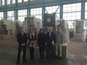 Columbia kunder køber hydrauliske presser fra Accurl Companies