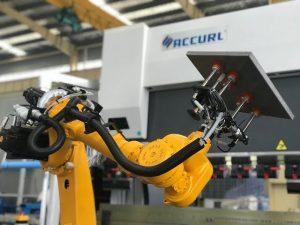 Robotbøjningssystem til automatisk robotpressebremse af metalplade