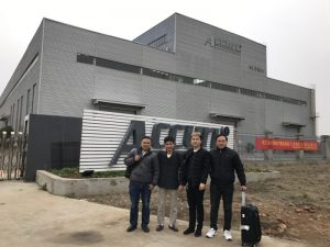 Rusland Kunder Besøg Double Linkage Bending Machine i vores fabrik