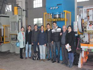 Peru's delegation kom til at besøge vores fabrik og købsmaskiner